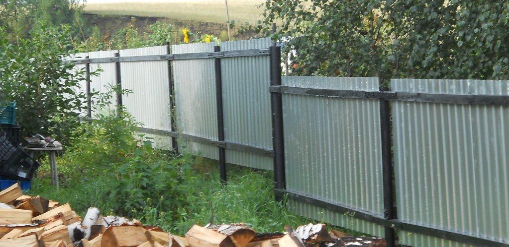Как построить забор на даче недорого фото