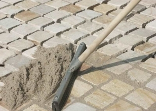 Затирка швов между тротуарной плитки