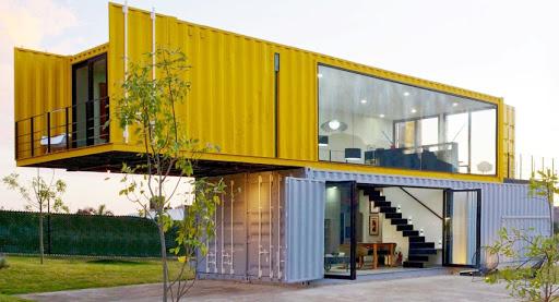 Двухэтажный дом из морских контейнеров
